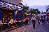Cafes und Bars in Montmartre, Rue Norvins / Rue des Saules, Paris, Frankreich, Europa