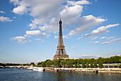 Eiffelturm über den Seine, Paris, Frankreich, Europa