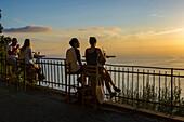 Couples in a bar, San Rocco, Camogli, province of Genua, Italian Riviera, Liguria, Italia