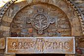 Chemins de Saint-Jacques, Saint James of Campostela Way, Linteau, Sculpture above the entrance door, Saint-André-de-Sorède, Dept. Pyrénées-Orientales, Roussillon, France, Europe