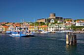 Ferry towards Marstrand, Istoen Island, Province of Bohuslaen, West coast, Sweden, Europe