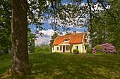 Old wooden house at Vaestra Bodarne, Mjoern, Province of Bohuslaen, West coast, Sweden, Europe