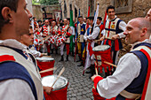 drummers, traditional medieval costume parade, city festival, tradition, Corso Camillo Benso Conte di Cavour, pedestrian area, old town, Orvieto, hilltop town, province of Terni, Umbria, Italy, Europe