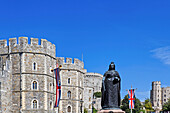 Statue of Queen Victoria in front of Windsor Castle, Windsor, Windsor, London, England, United Kingdom