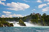 Blick auf Rheinfall von Schaffhausen und Schloß Laufen, Kanton Schaffhausen, Schweiz, Europa