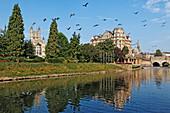 The Abbey, the Empire Building und die Grand Parade entlang dem River Avon, Bath, Somerset, England, Grossbritannien