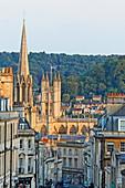 Broad Street und Blick auf die Bath Abbey, Bath, Somerset, England, Grossbritannien