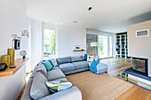 modern eingerichtete Wohnung in einer Architekturvilla in Brandenburg, Deutschland