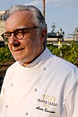 'Europe, Principality of Monaco, festival celebrating the 150th anniversary of the SBM (Societe des Bains de Mer), Princely picnic ''lunch on grass'' hold on the Casino Square and organized by chef Alain Ducasse from the 3 stars Louis XV restaurant, Ducas