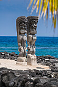 Wooden statues in the Puuhonua o Honaunau National Historical Park, Big Island, Hawaii, United States of America, Pacific
