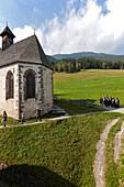 Kapelle neben Hotel Gasthof Bad Dreikirchen, Berghotel, der Familie Wodenegg, im Eisacktal, Trechiese 12, 39040 Barbiano, Suedtirol, Italien