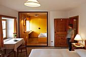 Doppelzimmer im Hotel Gasthof Bad Dreikirchen, Berghotel, der Familie Wodenegg, im Eisacktal, Trechiese 12, 39040 Barbiano, Suedtirol, Italien