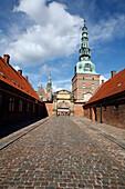 Cobblestone road leading to Castellan at Frederiksborg Slot Palace, Hillerod, North Zeeland, Denmark, Europe