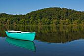 Lone green rowing boat at Lake Edersee in Kellerwald-Edersee National Park, Lake Edersee, Hesse, Germany, Europe