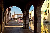 Canale della Vena und Kirchturm der Chioggia Kathedrale, Chioggia, nahe Venedig, Venetien, Italien, Europa