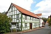 Außenansicht der Synagoge Vöhl, die in einem Fachwerkhaus beheimatet ist, Vöhl, Nordhessen, Hessen, Deutschland, Europa