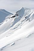 Freerider downhill skiing, avalance in background, Hochfuegen, Fugenberg, Zillertal, Tyrol, Austria