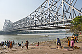 The Howrah Bridge is a bridge that spans the Hooghly River in West Bengal, India. It was originally named the New Howrah Bridge because it links the city of Howrah to its twin city, Kolkata Calcutta,. On 14 June 1965 it was renamed Rabindra Setu, after Ra