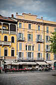 Cosy café in front of historic buildings, Como, town, Lake Como, Lombardy, Italy, Europe
