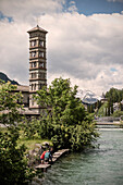 Kirchturm und Zufluss zum St. Moritzersee, St. Moritz, Engadin, Graubünden, Schweiz