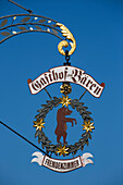 Schild von Gasthof zum Bären, Frickenhausen, nahe Ochsenfurt, Franken, Bayern, Deutschland