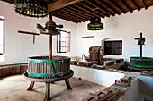 Alte Weinpresse, Bodegas Rubicon, Weinanbaugebiet La Geria, Lanzarote, Kanarische Inseln, Spanien