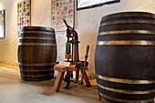 Weinfässer, Weinmuseum El Grifo, Weinanbaugebiet La Geria, Lanzarote, Kanarische Inseln, Spanien, Weinmuseum El Grifo, Weinanbaugebiet La Geria, Lanzarote, Kanarische Inseln, Spanien
