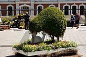 Statue eines Kiwi / Schnepfenstrauß aus Pflanzen aufgestellt auf dem Cathedral Square, Christchurch, Südinsel, Neuseeland