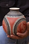Juan Quezada inspired by pre-Hispanic pottery Paquime learned by himself, how to produce pots with ancient designs.
