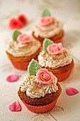 Cupcakes of roses.