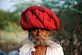 India, Rajasthan, Meda village around Jodhpur, Rabari ethnic group, Kamaram, 37 old.