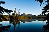 Oregon, Cascade Mountains, Summit Lake And Diamond Peak.