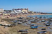 Strand La Caleta in der Altstadt von Cádiz, Provinz Cádiz, Costa de la Luz, Andalusien, Spanien, Europa