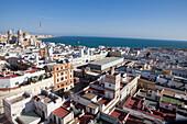 Blick über die Altstadt von Cadiz mit Kathedrale, Costa de la Luz, Provinz Cádiz, Andalusien, Spanien, Europa