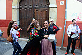 Street musicians and women dancing in the old town of Leon, Castile and Leon, north-Spain, Spain