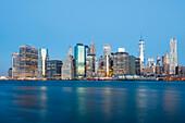 Downtown Manhattan und East River morgens, Manhattan, New York, USA