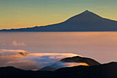 View, to, El Teide, Spain, Europe, Canary islands, isles, La Gomera, island, isle, mountain, volcano, daybreak, sunrise, fog