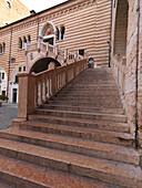 Treppe, Piazza delle Erbe, Verona, Venetien, Italien