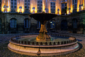 Aix_en_Provence, France, Provence, Bouches_du_Rhône, town, city, evening, lighting, house, home, inner courtyard, well