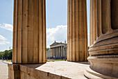 Koenigsplatz with building for the State Collections of Antiques, staatliche Antikensammlung, art museum for Greek, Etruscan and Roman art, architect Leo von Klenze, Neoclassical style, 19th century, Koenigsplatz, Munich, Upper Bavaria, Bavaria, Germany,