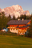 Country home near Kruen, village near Mittenwald, Wetterstein mountains, Zugspitze, spring, Werdenfelser Land, Baverian Alps, Upper Baveria, Bavaria, Germany, Europe