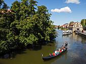 Gondola on the Regnitz river in Bamberg, historic city center, UNESCO world heritage site, Bamberg, Upper Franconia, Bavaria, Germany, Europe