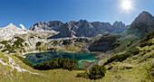 Drachensee, Mieminger Gebirge und vorderer Drachenkopf (r.), bei Ehrwald, Bezirk Reutte, Tirol, Österreich, Europa