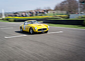Ferrari 250 GT SWB/C, driver Jackie Oliver, 72nd Members Meeting, racing, car racing, classic car, Chichester, Sussex, United Kingdom, Great Britain
