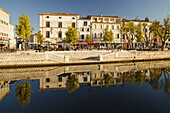 Straßencafes und Restaurants am Hafen, Martigues, Hafenstadt am Etang de Berre, Bouches-du-Rhone, Mittelmeer, Provence, Frankreich