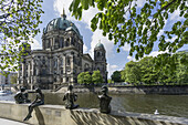 Three Girls and a Boy, Sculptures by Wilfried Fitzenreiter, Spree Riverside, Berlin Cathedral in the background, Berlin, Germany