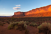 Rock formations overlooking desert, Monument Valley, Utah, United States, Monument Valley, Utah, USA
