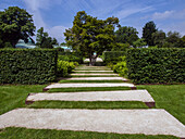France, Paris, path in the Jardin des Serres d'Auteuil