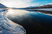 Winterlicher See im Abisko National Park, Schweden, Skandinavien, Europa