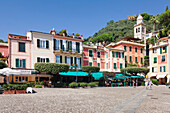 Cafes and restaurants on the Market Place, Portofino, Riviera di Levante, Province of Genoa, Liguria, Italy, Europe